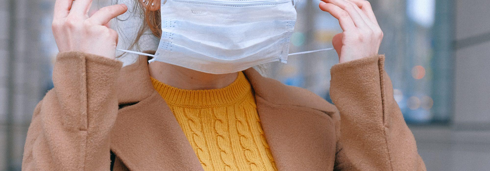 6 produtos para fazer as manchas de maskne desaparecerem